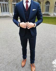 wedding suits men Wednesday details DapperConcept for more! by bespokedaily Blue Suit Wedding, Wedding Suits, Mens Fashion Suits, Mens Suits, Men's Fashion, Terno Slim, Navy Tuxedos, Navy Suits, Blazer Outfits Men