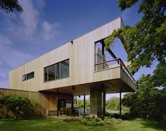 Bluff House located in block Island Sound designed by Robert Young