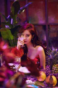 Seohyun (서현) is a South Korean solo singer and actress currently under Namoo Actors. She is also a member of Girls' Generation (SNSD). Sooyoung, Yoona, Kim Hyoyeon, Snsd, Girls Generation, Kpop Girl Groups, Korean Girl Groups, Kpop Girls, Curls