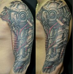 Tattoo Biomechanik und rote Kabel Tattoo am Oberarm