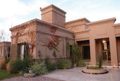 Estudio Clariá y Clariá Modern Bungalow House, Modern Mansion, Pueblo House, Casas Country, House Outside Design, Tuscan Style Homes, Duplex House Design, Adobe House, Spanish House