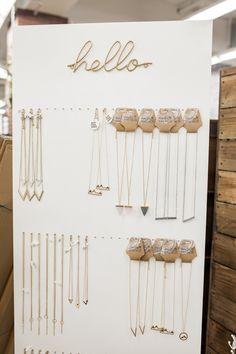 Diy Jewelry Wall, Diy Jewelry Stand, Jewelry Booth, Diy Jewelry Making, Jewelry Shop, Jewelry Ideas, Fine Jewelry, Jewelry Tags, Hanging Jewelry
