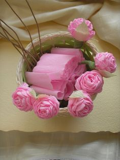 como fazer flor rosa de papel crepom decoracao casamento aniversario ... d8b2b49db40