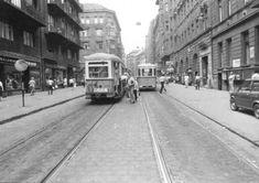 1970-es évek Visegrádi utca, a villamos végállomás. A bal oldalon egy nyitott peronú 55-ös villamos. Mellette egy 14-es
