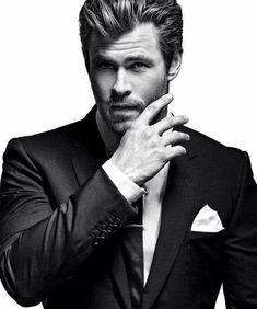 Sharp dressed man! Mr. Chris Hemsworth!