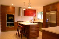 Embrace The Warm Colors For This #midcentury Modern #kitchen In Red, Brown  And