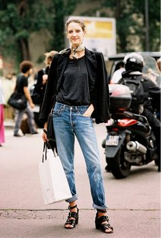 Baggy boyfriend jeans and cool shoes.