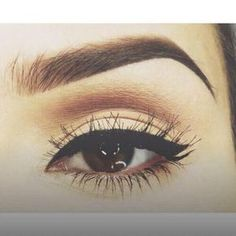 Small wing eyeliner