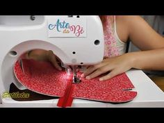 Passo a Passo - Necessaire Garden com Arte da Bê Ateliê - YouTube Bag Patterns To Sew, Sewing Patterns, Plastic Bottle Flowers, Jute Crafts, Quilted Bag, Craft Tutorials, Craft Videos, Diy Fashion, Sewing Projects