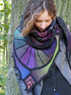 Free and Crochet Shawl Pattern ideas For This Year Part 24 ; crochet shawls and wraps; Poncho Outfit, Poncho Shawl, Crochet Shawls And Wraps, Knitted Shawls, Different Crochet Stitches, Knitting Blogs, Free Knitting, Shawl Patterns, Crochet Accessories