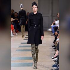 See all the looks from the collection Fashion News, Mens Fashion, Azzedine Alaia, Naomi Campbell, Outerwear Women, Paris, Ideias Fashion, Fashion Looks, Vogue