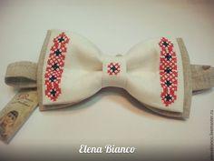 Купить или заказать Галстук бабочка мужской с вышивкой крестиком, лён, подарок, сувенир в интернет-магазине на Ярмарке Мастеров.…