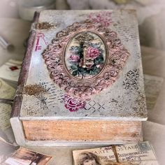 Decoupage Box, Altered Books, Book Design, Home Crafts, Decorative Boxes, Creations, Scrapbook, Junk Journal, Book Boxes