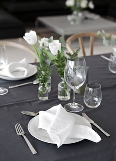 10 Christmas table setting ideas