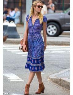 INDIAN WOOD BLOCK PRINTS-VINATGE Candice Swanepoel silhouette soulignée dans une robe d'été