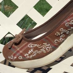 """American Eagle Cocoa Brown Wedges Creme embroidered on brown with plaid as shown in pics. Comfortable 2.5"""" rubber wedge. Like new condition. American Eagle Outfitters Shoes Wedges"""
