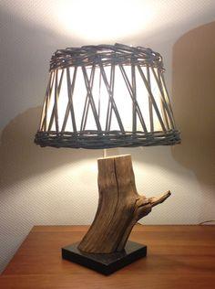 Lampe r alis e de mes petites mains partir d 39 une branche for Chandelier bois flotte
