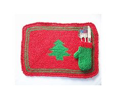 Ravelry: Christmas Tree Placemat & Flatware Holder Mitten pattern by Richard Sechriest