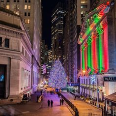 Wants to travel around the world ? Book now on our website and compare prices of thousands of destinations ! New York City Christmas, Christmas Tree, Travel Around The World, Around The Worlds, Cool Pictures, Beautiful Pictures, New York Pictures, Bad Photos, Gotham City