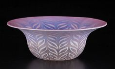 Buy online, view images and see past prices for TIFFANY PASTEL FAVRILE OPTIC BOWL. Invaluable is the world's largest marketplace for art, antiques, and collectibles. Tiffany Art, Tiffany Glass, Louis Comfort Tiffany, Gilded Age, Glass Ceramic, American Art, Art Decor, Art Nouveau, Decorative Bowls