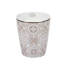 Discover the Rose et Marius Casteu Blanc with Calisson Scented Candle at Amara