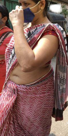 Indian Actress Pics, Indian Bollywood Actress, Indian Actresses, Indian Natural Beauty, Indian Beauty Saree, Wedding Bun Hairstyles, Aunty In Saree, Beautiful Women Over 40, Curvy Outfits
