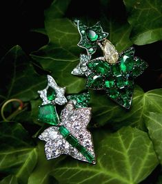 Ivy earrings with Colombian emeralds, fancy yellow diamond and diamonds, by Ninotchka Jewels. I am proud to present my two pupils (now friends) who are creating these wonderful one-of-a-kind jewelry pieces in Russia. @ninotchka_jewels #emerald