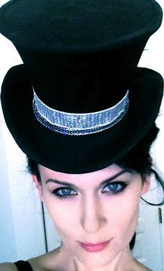 102 Wicked Things To Do: Make your own top hat...has instructions for both mini & oversized.