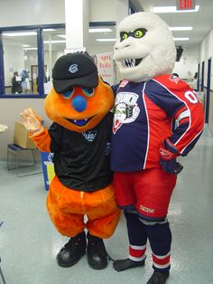 Scooch with the Syracuse Crunch's Mascot at a Pint for a Pound Day!
