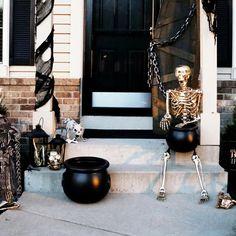 Diy Halloween Costumes For Kids, Halloween Porch Decorations, Outdoor Halloween, Disney Halloween, Diy Party Decorations, Holidays Halloween, Spooky Halloween, Halloween Crafts, Halloween Party
