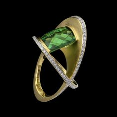 XOX Green Tourmaline Ring features classical elements with bold sculptural lines. This unique ring design a showcases a stunning green tourmaline, cut by lapidary Stephen Avery, resting between dynamic planes of rich yellow gold with diamond pavé. Contemporary Jewellery, Modern Jewelry, Jewelry Art, Gold Jewelry, Jewelery, Jewelry Design, Designer Jewelry, Jewelry Stand, Fashion Jewelry