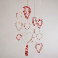 Colgante de corazones con botellas PET recicladas para san Valentin | Mimundomanual