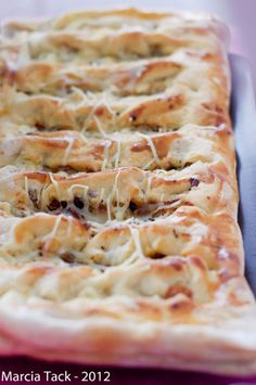 Fougasse rapide aux lardons et crème fraîche - Recette - Marcia Tack Batch Cooking, Easy Cooking, Fajitas, Food Inspiration, Bruschetta, Food To Make, Healthy Snacks, Snack Recipes, Good Food