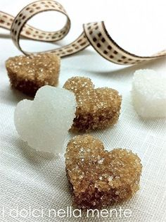 The sweets in mind: Hearts of sugar for a mouth-watering gift . Salsa Dulce, Sugar Cubes, Sugar Art, Holidays And Events, I Love Food, Homemade Gifts, Finger Foods, Handmade Christmas, Christmas Gifts