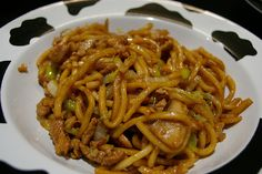 Shanghai fried noodles, originally uploaded by yongtze. We love the thick Shanghai noodles very much so we decided to try making the classic Shanghai fried noodles at home. This is a simple recipe in terms of ingredients and preparations, nothing. Noodle Recipes, Veggie Recipes, Baby Food Recipes, Asian Recipes, Chicken Recipes, Dinner Recipes, Cooking Recipes, Healthy Recipes, Ethnic Recipes
