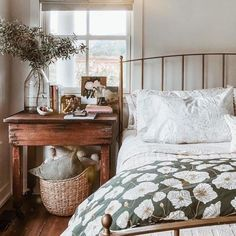 Romantic Bedroom Decor Ideas to Make Your Home More Stylish on a Budget - The Trending House Style Deco, Bedroom Vintage, Antique Bedroom Decor, Cozy Bedroom Decor, Vintage Inspired Bedroom, Industrial Bedroom, Antique Decor, My New Room, Cozy House