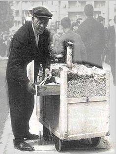 an old photo of a person selling warm peanuts and pumpkin seeds Old Photos, Vintage Photos, Greece History, Greek Culture, Greek Isles, Good Old Times, History Of Photography, Athens Greece, Yesterday And Today