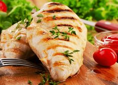 Foods That Can Help Prevent Weight Gain - Skinless Chicken Another protein-rich food, the study from Tufts also found that skinless chicken (like grilled chicken breast) was associated with weight loss. Baked Chicken Breast, Baked Chicken Recipes, Grilled Chicken, Chicken Breasts, Braised Chicken, Garlic Chicken, Testosterone Boosting Foods, Increase Testosterone, Testosterone Booster
