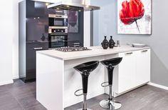 Keuken met kookeiland Office Desk, Modern Design, Kitchen, Table, Furniture, Home Decor, Search, Google, Ideas