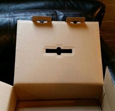 This box is judging me silently Face Pictures, Funny Pictures, Things With Faces, Create A Face, Hidden Images, Making Connections, Hidden Face, Face Off, Natural Face