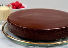 The glaze, a fundamental aspect of pastry making, provides shiny, intense chocolate finish to many pastries. Ultimate Chocolate Fudge Cake, Easy Chocolate Pie, Chocolate Glaze, Delicious Chocolate, Food Cakes, Cupcake Cakes, Chocolates, Greek Sweets, Individual Cakes