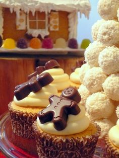 snowball tower w/gingerbread topped cupcakes.
