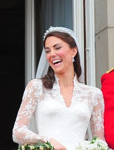 Genuine laughter from the newly wed Duchess of Cambridge, Kate Middleton on the balcony of Buckingham Palace. William Kate Wedding, Prince William And Catherine, Prince William And Kate, Royal Brides, Royal Weddings, Royal Wedding 2011, Princesse Kate Middleton, Middleton Wedding, Princesa Real