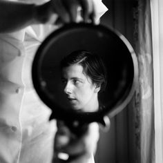 Vivian Maier self-portrait: Vivian Maier a professional nanny, who from the until the took over photographs worldwide—from France to New York City, to Chicago and dozens of other countries—and yet showed the results to no one Robert Doisneau, Self Portrait Photography, Street Photography, Self Portraits, Mirror Photography, Photography Books, People Photography, Photography Ideas, Travel Photography