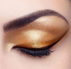 Golden eyes and killer liner.