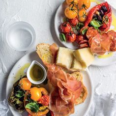 Fluted with piquillos and chorizo - Clean Eating Snacks Tapas Platter, Spanish Tapas, Spanish Food, Original Recipe, Clean Eating Snacks, Tray Bakes, Healthy Recipes, Healthy Food, Kitchens