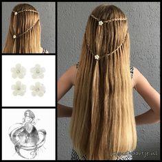 Waterfall twist braids with lovely curlies from the webshop www.goudhaartje.nl (worldwide shipping). #waterfallbraid #waterfalltwistbraid #hair #haar #vlecht #vlechten #curlies #hairstyle #braid #braids #hairstylesforgirls #plait #trenza #peinando #прическа #pricheska #ヘアスタイル #髮型 #suomiletit #frisuren #fläta #fletning #beautifulhair #gorgeoushair #stunninghair #hairaccessories #hairinspo #braidideas #amazinghair #hairfashion #hairtrends #goudhaartje