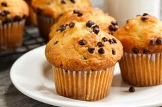 Chocolate chip muffins from our free daily breakfast each morning Cake Cookies, Cupcake Cakes, Moist Chocolate Chip Muffins, Splenda Sugar, Cap Cake, Mini Chips, Banana And Egg, Cake Factory, Mini Muffins