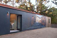 Одноэтажный частный дом с внутренним двором от Conrad Design Group / CURATED.ru