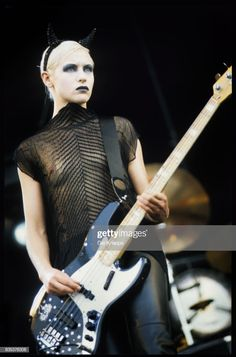 She is the original bass player of the alternative rock band the Smashing Pumpkins and is credited on their first five studio albums. She left the band in D'arcy Wretzky, Chica Heavy Metal, Heavy Metal Girl, Guitar Girl, Rock And Roll, Women Of Rock, Women In Music, Female Guitarist, Joan Jett